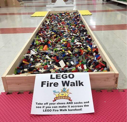 Lego fire walk, op lego gaan staan, over lego lopen