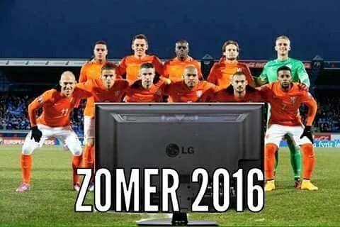 Zomer 2016 voor het Nederlands elftal achter de tv